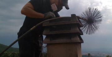 pulizia-camino-dal-tetto